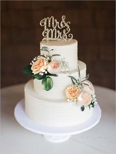 three tier wedding cake @weddingchicks