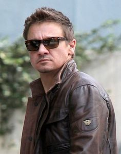 yes pintress I already pined this like a dozen times but who cares .....jeremy renner