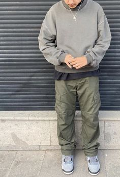 Cargo Pants Outfit Men, Green Pants Outfit, Street Style Outfits Men, Black Men Street Fashion, Mode Streetwear, Retro Outfits, Swagg, Shorts, Clothes