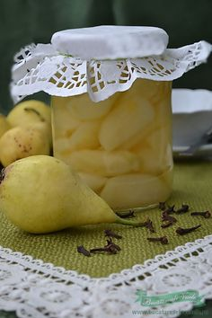 Pere : Intr-un vas punem apa in care dizolvam Cookie Recipes, Dessert Recipes, Canning Pickles, Canning Tips, Romanian Food, Brownie Cookies, Delicious Desserts, Food To Make, Deserts
