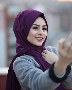 Image may contain: one or more people and closeup Arab Girls, Muslim Girls, Hijabi Girl, Girl Hijab, Hijab Fashion, Girl Fashion, Baby Hijab, Pashmina Hijab Tutorial, Hijab Collection