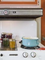 How to Paint an Oven With Heat-Resistant Paint thumbnail