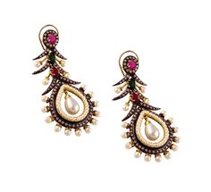 Layered dangler suits your personality to be in step with the trends. http://www.flipkart.com/jahnvi-artistic-strokes-metal-dangle-earring/p/itmebgh5etj8zb78?pid=ERGEBGH54JDGJSMD