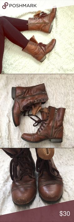 STEVE MADDEN combat boots Brown Steve Madden combat boots. Lace up the front, zips on the inner sides. Slight wear pictured on the toes. Other than that, in great shape! Steve Madden Shoes Ankle Boots & Booties