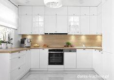Biała kuchnia z drewnianym blatem - Darex Szczecin Apartment Kitchen, Kitchen Cabinets, House Styles, Home Decor, Living Room, Condo Kitchen, Decoration Home, Room Decor, Cabinets