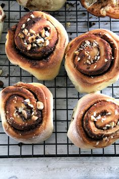 Toscakake i langpanne (med en vri) - Mat På Bordet Cinnamon Rolls, Hot Dog Buns, Allrecipes, Breakfast Recipes, Breakfast Ideas, Nutella, Valentines Day, Muffin, Food And Drink