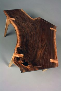 Fine Wood Table Designs Look around as you move throughout your day. You see examples of man's mastery of woodworking everywhere. From mailbox posts to pieces of furniture and art to full buildings, the power to use wood to create is Live Edge Furniture, Log Furniture, Furniture Projects, Wood Projects, Studio Furniture, Country Furniture, Craft Projects, Live Edge Table, Live Edge Wood
