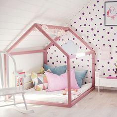 pinkhouseframedbed.jpg 640×640 pixels