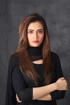 My favrite am abig fan aor her she is most beautiful and good lokking actor iwish to met her one time in my life Pakistani Dress Design, Pakistani Dresses, Pakistani Actress, Pakistani Dramas, About Hair, Hippie Style, Indian Beauty, Girl Hairstyles, Trending Outfits