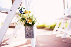 simple & rustic ceremony flowers