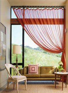 Love the curtain...