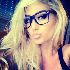 Winged eye shadow and soft pink lips,gorgeous!Love the glasses n blonde hair too of course ; Hot Blonde Girls, Girls With Glasses, Hot Blondes, Pink Lips, Mode Outfits, Pretty Face, Pretty People, Blonde Hair, Makeup Looks