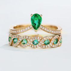 Hey, I found this really awesome Etsy listing at https://www.etsy.com/listing/505783802/2pcs-emerald-ring-bridal-ring-set