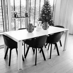 Heel blij met mijn nieuwe #stoelen. Ze staan super mooi bij onze #zelfontworpen #tafel!
