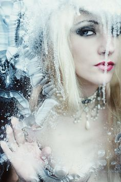 So cold, the Ice Queen. Winter Make-up, Winter Fairy, Ice Queen Costume, Ice Princess, Fire And Ice, Snow Queen, Fantasy Makeup, Nature Photography, Fashion Photography