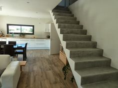 Ma maison bioclimatique: Escalier en béton ciré