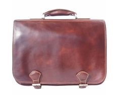 Love this Italian leather briefcase which is handmade in Florence, Italy. Classically designed with plain colored leather and traditional belt closure system at Handbags For Men, Luxury Handbags, Leather Handbags, Women's Handbags, Large Purses, Leather Briefcase, Types Of Fashion Styles, Italian Leather, Shoulder Strap
