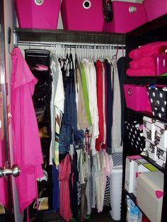 Love the use of storage here on the right side to maximize the closet space in your dorm room.