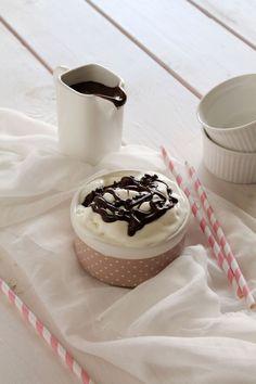 Και μετά την παγωτομηχανή, ώρα για το παγωτό. Ελάτε, μη μου πείτε ότι δεν το περιμένατε! Το frozen yogurt είναι μία από τις ελάχιστες μόδες που ακολουθώ κα