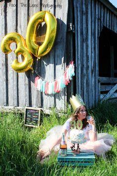 30 th birthday photo smash cake 30th Birthday, Birthday Cake, Cool Poses, Birthday Photos, Cake Smash, Pregnancy Photos, Photoshoot, Party, Photo Ideas