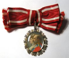 Family Order of Queen Alexandra — Badge belonged to Princess Victoria of Wales (Rowland & Frazer, 1902)