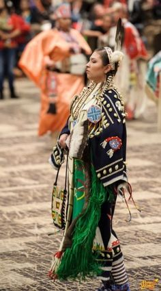 2012 Hunting Moon Pow Wow Milwaukee, Wisconsin, View and post pictures or join a forum conversation on our Native American culture gathering page. Native American Regalia, Native American Beauty, Native American Photos, Native American Artists, Native American Beadwork, Native American History, Indian People, Indian Girls, Indian Family