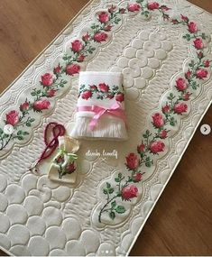 Crochet Bedspread, Baby Knitting Patterns, Cross Stitch, Simple, Home Decor, Instagram, Crochet Roses, Dots, Needlepoint