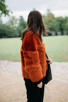 Esteemed editor, writer and curator - Lou Stoppard is a force in fashion. Winter Looks, Fall Winter, I Dress, Yves Saint Laurent, Alexander Mcqueen, Winter Fashion, Fur Coat, Street Style, Style Inspiration