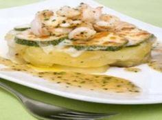 Receita de Batatas em salsa verde ao queijo e camarões - batatas em rodelas, coloque dentro da panela e deixe cozinhar durante 10-12 minutos corte a abrobrinha em rodelas, tempere com sal e doure em uma...