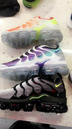 sports shoes 38375 39086 Encuentra este Pin y muchos más en V. I. P.❌✓, de De De Tamela.