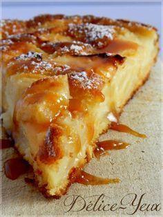 GATEAU POMMES & CARAMEL (3 pommes, 2 oeufs, 10 cl de lait, 50 g de sucre roux, 70 g de farine, 20 g de beurre , 1 sachet de levure, 1 pincée de sel, 1 c à s de rhum)
