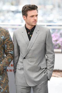 Richard Madden, Nicholas Hoult, Tom Ford, Grey Slim Fit Suit, Louis Vuitton, Famous Faces, Mens Suits, Dior, Suit Jacket
