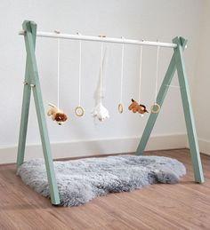 babygym DIY tutorial karwei More babyboys Emma Bebe, Bebe Love, Baby Play, Baby Toys, Diy Baby Gym, Baby Room Diy, Diy Bebe, Baby Must Haves, Baby Hacks