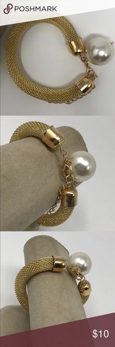New  2/ten PEARL CHARM BRACELET Gold mesh bracelet with lobster clasp. Small scrape on top not noticeable. Wear this to the office or a dinner date. 51Twenty Jewelry Bracelets
