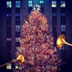 The #sparkling #Swarovski Christmas tree at Rockefeller Center