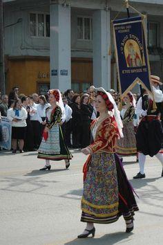 A church holiday procession in Kerkyra Greek Costumes, Dance Costumes, Greek Traditional Dress, Zorba The Greek, Corfu, Greeks, Folk Costume, Beautiful Islands, Most Beautiful