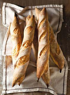 Your daily baguette Bread Bun, Pan Bread, Bread Rolls, Baguette, Cooking Bread, Bread Baking, Bagels, Rustic Bread, Sweet Bakery