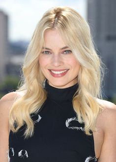 All The Times Margot Robbie Has Aced It On The Red Carpet – Celebrities Woman Margo Robbie, Margot Robbie Age, Margot Robbie Husband, Actress Margot Robbie, Margot Robbie Harley Quinn, Margaret Robbie, Beautiful Celebrities, Beautiful Actresses, Curled Hairstyles