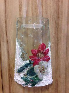 Tegola di vetro decorata con la tecnica del #sospesotrasparente , struttura nevosa, vetrificante e glitter