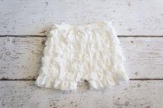 Ruffle shorts, girls shorts , Ruffle lace shorts , ruffle bloomer, ruffle shorties, white shorts, baby, diaper cover, cake smash prop