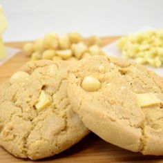 You're going to love these Mrs. Fields Copycat White Chocolate Macadamia Cookies for any and every occasion. White Chocolate Macadamia Cookies, Macadamia Nut Cookies, White Chocolate Recipes, White Chocolate Chips, Mrs Fields Cookie Recipe, Mrs Fields Cookies, Cookie Desserts, Cookie Recipes, Bakers Gonna Bake