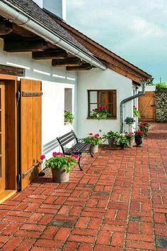 Spanish style homes – Mediterranean Home Decor Village House Design, Village Houses, Spanish Style Homes, Spanish House, Future House, Design Exterior, Exterior Colors, Hacienda Style, Rustic Design
