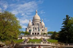 Paris City Tour by Minivan and Montmartre 			Take this small group morning or afternoon tour to combine an overview of Paris' famous monuments, squares and buildings with some leisure time in Paris' most bohemian quarter, Montmartre. You'll be picked up and dropped off at your centrally located Paris hotel by air-conditioned minivan, which holds a maximum of only eight passengers and ensures you'll receive individual attention from your expert tour guide. 					During your mini...
