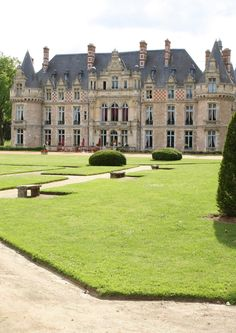 Château d'Esclimont, Bleury-Saint-Symphorien, France Plus Castle Ruins, Castle House, French Architecture, Beautiful Architecture, Beautiful Castles, Beautiful Buildings, Palaces, Saint Symphorien, French Castles
