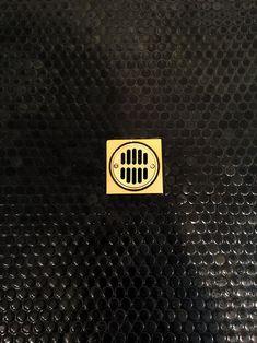 Shower floor – black penny round porcelain mosaic – tiledaily