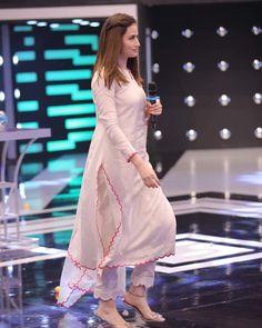 Pakistani Fashion Party Wear, Indian Fashion Dresses, Dress Indian Style, Indian Designer Outfits, Pakistani Outfits, Casual Indian Fashion, Pakistani Clothing, Abaya Style, Pakistani Girl