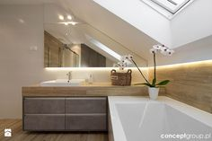 Attic, toilet and bathroom equipment in the attic .- Attic, toilet and bathroom equipment with a window on the attic floor. Modern design and decoration. Loft Bathroom, Bathroom Renos, Bathroom Interior, Small Bathroom, Bathroom Styling, Bathroom Inspiration, Cheap Home Decor, Home Remodeling, House Design