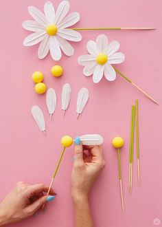 DIY daisy cake toppers for a spring chicks rule party - Think. Mod Podge Crafts, Glue Crafts, Diy And Crafts, Crafts For Kids, Paper Crafts, Daisy Cakes, Flower Cakes, Daisy Party, Diy Cake Topper