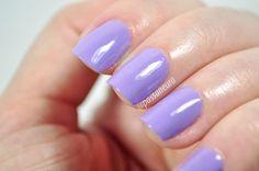 Esmalte Alívio da Hits Speciallità. Esmalte lilás. Esmalte roxo. Esmalte pastel.