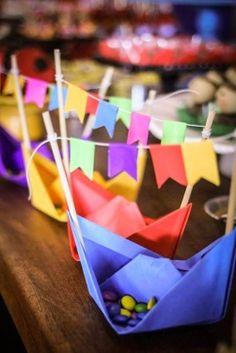 Junho é mês de São de João, pensando nisso, nada melhor do que você mesma criar enfeites para deixar a festa ainda mais linda e cheias de detalhes Birthday Party Favors, Happy Birthday, Birthday Parties, Crafts For Teens, Diy And Crafts, Diy Party Dekoration, Barnyard Party, Baby Shower, Craft Wedding